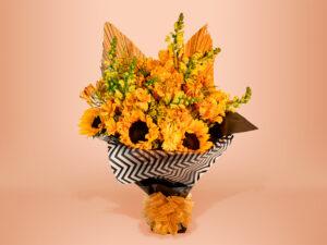 Ramo floral natural con girasol, gerbera y palma