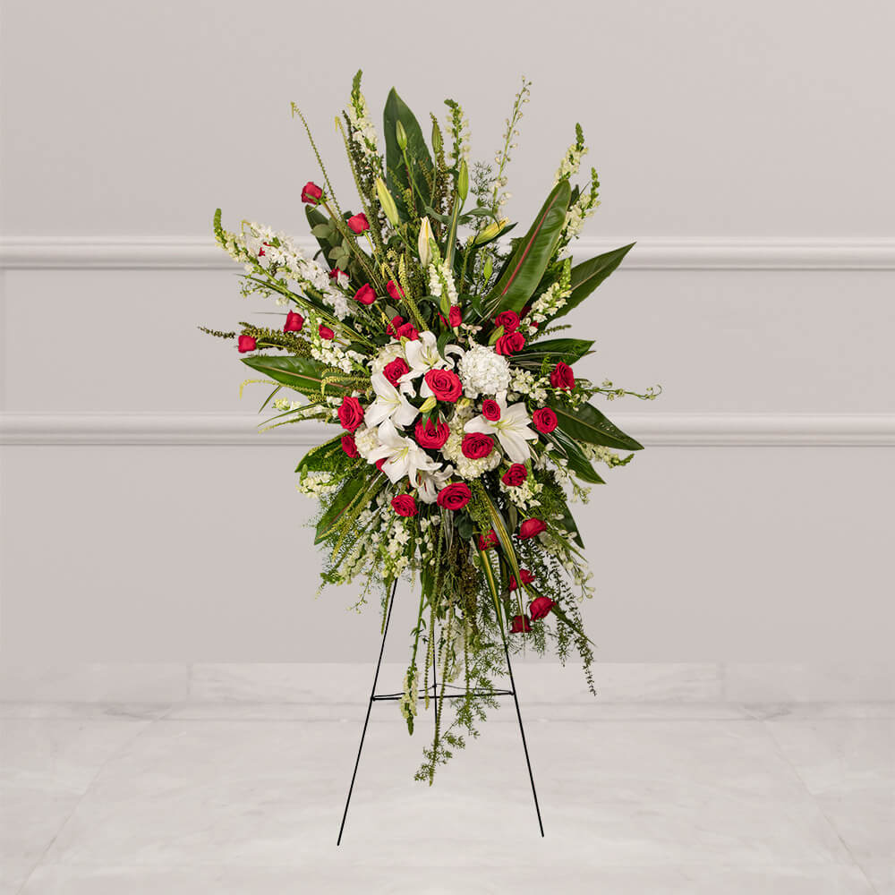 Arreglo floral fúnebre con rosas rojas y hortensia