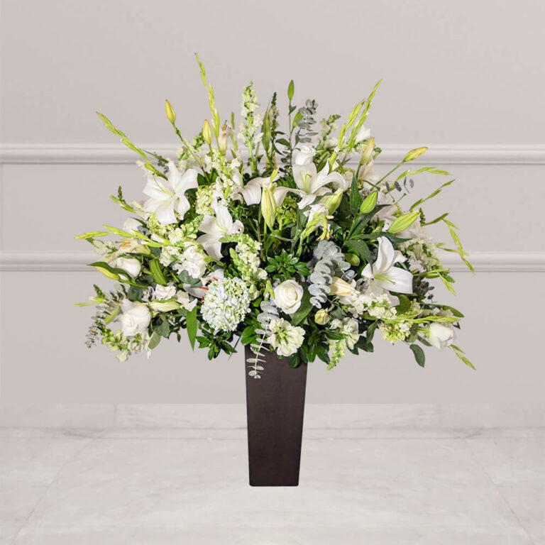 Arreglo floral para funerales con casablanca y gladiola