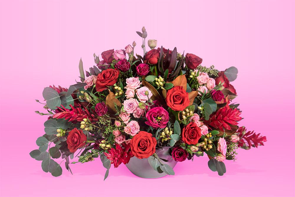 Arreglo floral natural con rosa eucalipto follaje