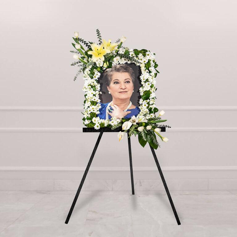 Arreglo funeral con rosa y eucalipto