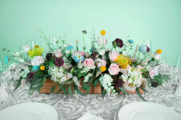 Arreglo floral con hortensia, rosas, eucalipto y clavel