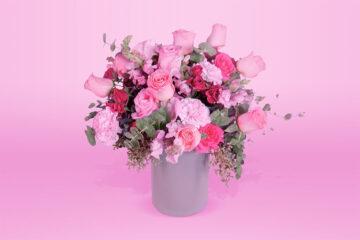 Arreglo floral natural con base follaje clavel y rosa