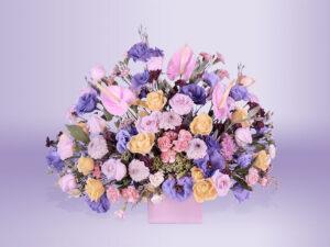 Arreglo floral natural con base rosa dalia clavelina