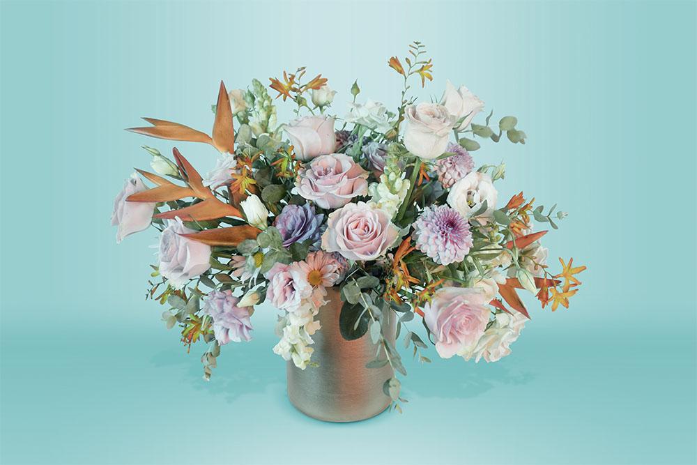 Arreglo floral natural con base y rosas