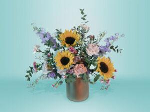 Arreglo floral natural con girasoles y clavel