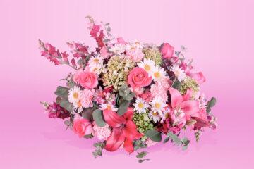 Arreglo floral natural con rosa clavel lilis hortensia
